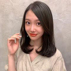 エレガント セミロング オリーブグレージュ 韓国 ヘアスタイルや髪型の写真・画像