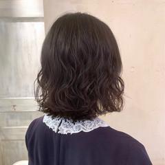 ゆるふわパーマ 切りっぱなしボブ 簡単スタイリング ナチュラル ヘアスタイルや髪型の写真・画像
