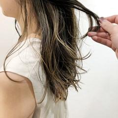 透明感カラー セミロング グレージュ ナチュラル ヘアスタイルや髪型の写真・画像