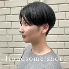 ショートボブ 切りっぱなしボブ インナーカラー ショートヘア ヘアスタイルや髪型の写真・画像