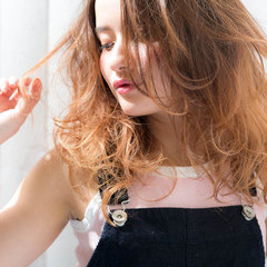 セミロング グラデーションカラー 外国人風 ストリート ヘアスタイルや髪型の写真・画像