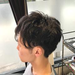 ツーブロック メンズパーマ ショート ストリート ヘアスタイルや髪型の写真・画像