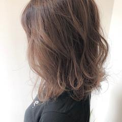 デート ミディアム ブリーチオンカラー ガーリー ヘアスタイルや髪型の写真・画像