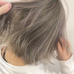 ホワイトグレージュ ホワイトブリーチ ボブ ホワイトシルバー ヘアスタイルや髪型の写真・画像