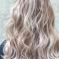 外国人風カラー ベージュ セミロング 金髪 ヘアスタイルや髪型の写真・画像