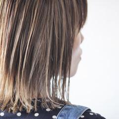 ミディアム グレージュ コントラストハイライト ハイライト ヘアスタイルや髪型の写真・画像