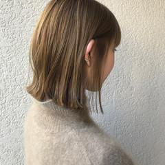 ボブ ミルクティーベージュ 切りっぱなしボブ ヌーディーベージュ ヘアスタイルや髪型の写真・画像