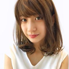 フェミニン ストレート 前髪あり ミディアム ヘアスタイルや髪型の写真・画像