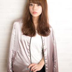 大人かわいい 前髪あり 外国人風 ストリート ヘアスタイルや髪型の写真・画像