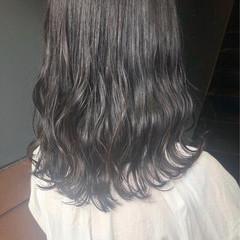 美髪 グレージュ アッシュグレー ナチュラル ヘアスタイルや髪型の写真・画像