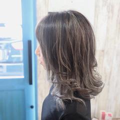 外ハネ 透明感カラー アッシュ コントラストハイライト ヘアスタイルや髪型の写真・画像