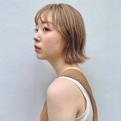 ミルクティーベージュ ハイトーンカラー ブリーチカラー ナチュラル ヘアスタイルや髪型の写真・画像