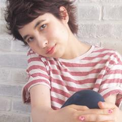 レイヤーカット ショート 暗髪 パーマ ヘアスタイルや髪型の写真・画像