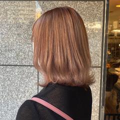 ミディアム ベージュ ラベンダー ヌーディベージュ ヘアスタイルや髪型の写真・画像