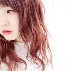 ピンク セミロング パープル レッド ヘアスタイルや髪型の写真・画像