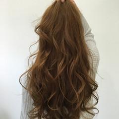 イルミナカラー ロング ゆるふわ ブラウンベージュ ヘアスタイルや髪型の写真・画像