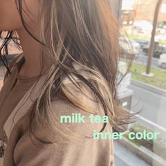 ミルクティーベージュ インナーカラー ハイトーン ブリーチ ヘアスタイルや髪型の写真・画像