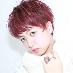 レッド ショート ピンク ナチュラル ヘアスタイルや髪型の写真・画像