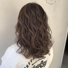 セミロング バレイヤージュ エレガント ハイライト ヘアスタイルや髪型の写真・画像