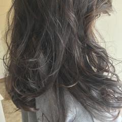 暗髪 アッシュ 艶髪 ゆるふわ ヘアスタイルや髪型の写真・画像