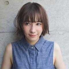 リラックス ナチュラル 小顔 アンニュイ ヘアスタイルや髪型の写真・画像