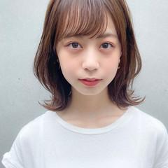 ミディアム デジタルパーマ 外ハネ ミディアムレイヤー ヘアスタイルや髪型の写真・画像