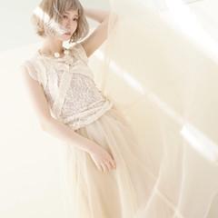 ホワイト ホワイトアッシュ ホワイトベージュ ホワイトブリーチ ヘアスタイルや髪型の写真・画像