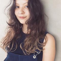 パーマ ナチュラル 秋 外国人風 ヘアスタイルや髪型の写真・画像