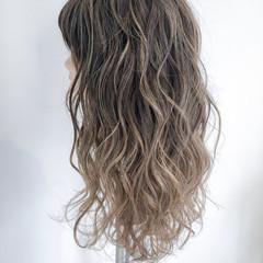 ロング アッシュグレージュ アッシュ 外国人風カラー ヘアスタイルや髪型の写真・画像