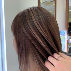 ブリーチ ハイライト 大人ミディアム 大人ハイライト ヘアスタイルや髪型の写真・画像