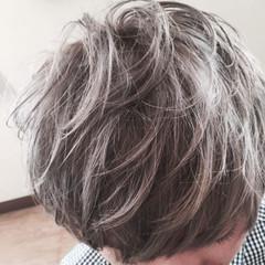 ショート グレージュ シルバーアッシュ シルバー ヘアスタイルや髪型の写真・画像