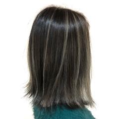 ミディアム フェミニン グレージュ バレイヤージュ ヘアスタイルや髪型の写真・画像