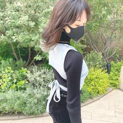 セミロング ブリーチカラー ナチュラル インナーカラー ヘアスタイルや髪型の写真・画像