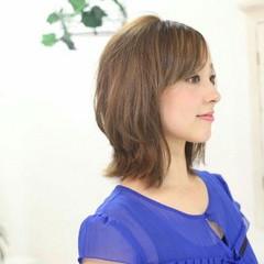 ナチュラル 外ハネ 大人女子 レイヤーカット ヘアスタイルや髪型の写真・画像