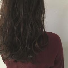 セミロング 大人かわいい ウェーブ 抜け感 ヘアスタイルや髪型の写真・画像