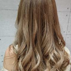 外国人風カラー 上品 ミルクティーベージュ 冬 ヘアスタイルや髪型の写真・画像