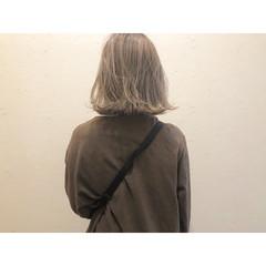 ミルクティーベージュ ナチュラル 切りっぱなしボブ ミルクティーグレージュ ヘアスタイルや髪型の写真・画像
