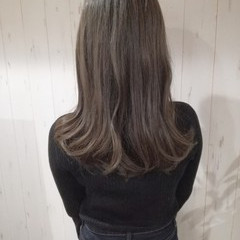 ナチュラル グレージュ 透明感 ミディアム ヘアスタイルや髪型の写真・画像