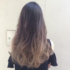 ウェーブ 外国人風 グラデーションカラー アッシュ ヘアスタイルや髪型の写真・画像