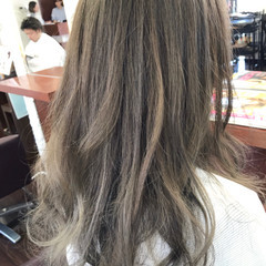 ハイライト フェミニン セミロング アッシュ ヘアスタイルや髪型の写真・画像