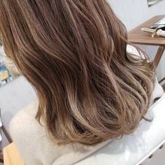 アンニュイほつれヘア フェミニン グレージュ デート ヘアスタイルや髪型の写真・画像