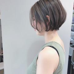 グレージュ ハイライト ナチュラル ショート ヘアスタイルや髪型の写真・画像