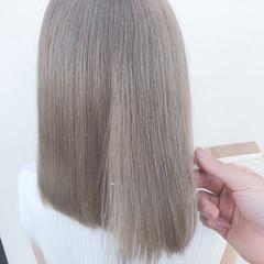 ミディアム ガーリー ホワイトアッシュ ホワイトベージュ ヘアスタイルや髪型の写真・画像