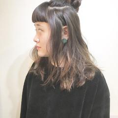 ナチュラル リラックス お団子 ハイトーン ヘアスタイルや髪型の写真・画像