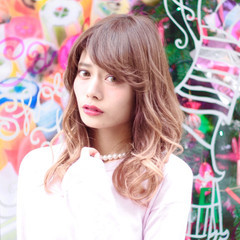 外国人風 グラデーションカラー ガーリー 前髪あり ヘアスタイルや髪型の写真・画像