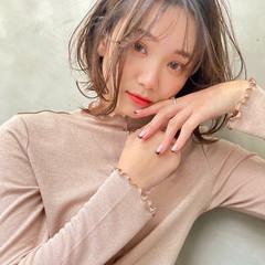 グレージュ ミディアム 透明感カラー ベージュ ヘアスタイルや髪型の写真・画像
