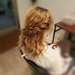 ミディアム ハーフアップ ヘアアレンジ フェミニン ヘアスタイルや髪型の写真・画像