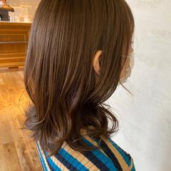 グレージュ ナチュラル ミディアム 似合わせカット ヘアスタイルや髪型の写真・画像