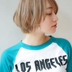 シアーベージュ ショートボブ ガーリー ショート ヘアスタイルや髪型の写真・画像