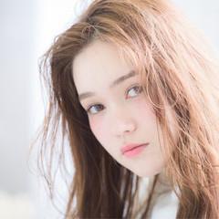 くせ毛風 アッシュ ロング 外国人風 ヘアスタイルや髪型の写真・画像